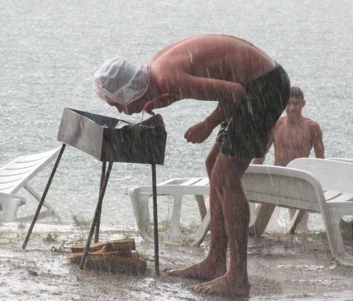 шашлык под дождем