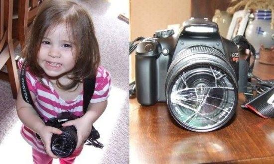 девочка с разбитым фотоаппаратом