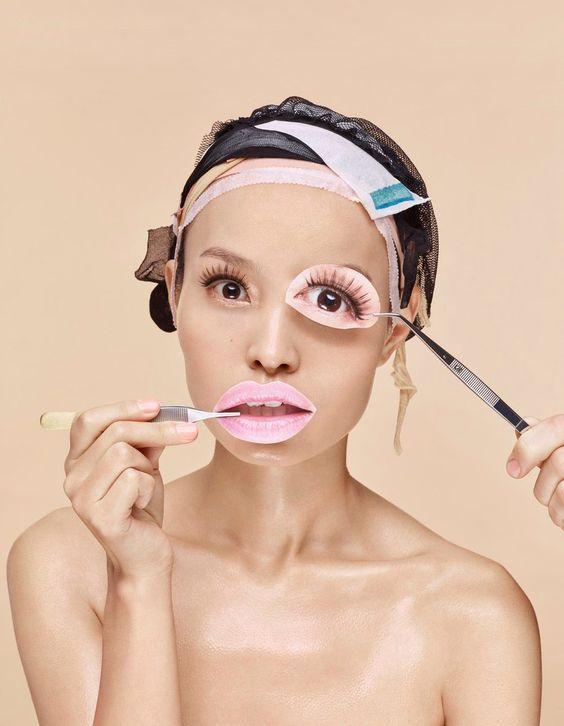 девушка с глазами и губами из журнала рис 2