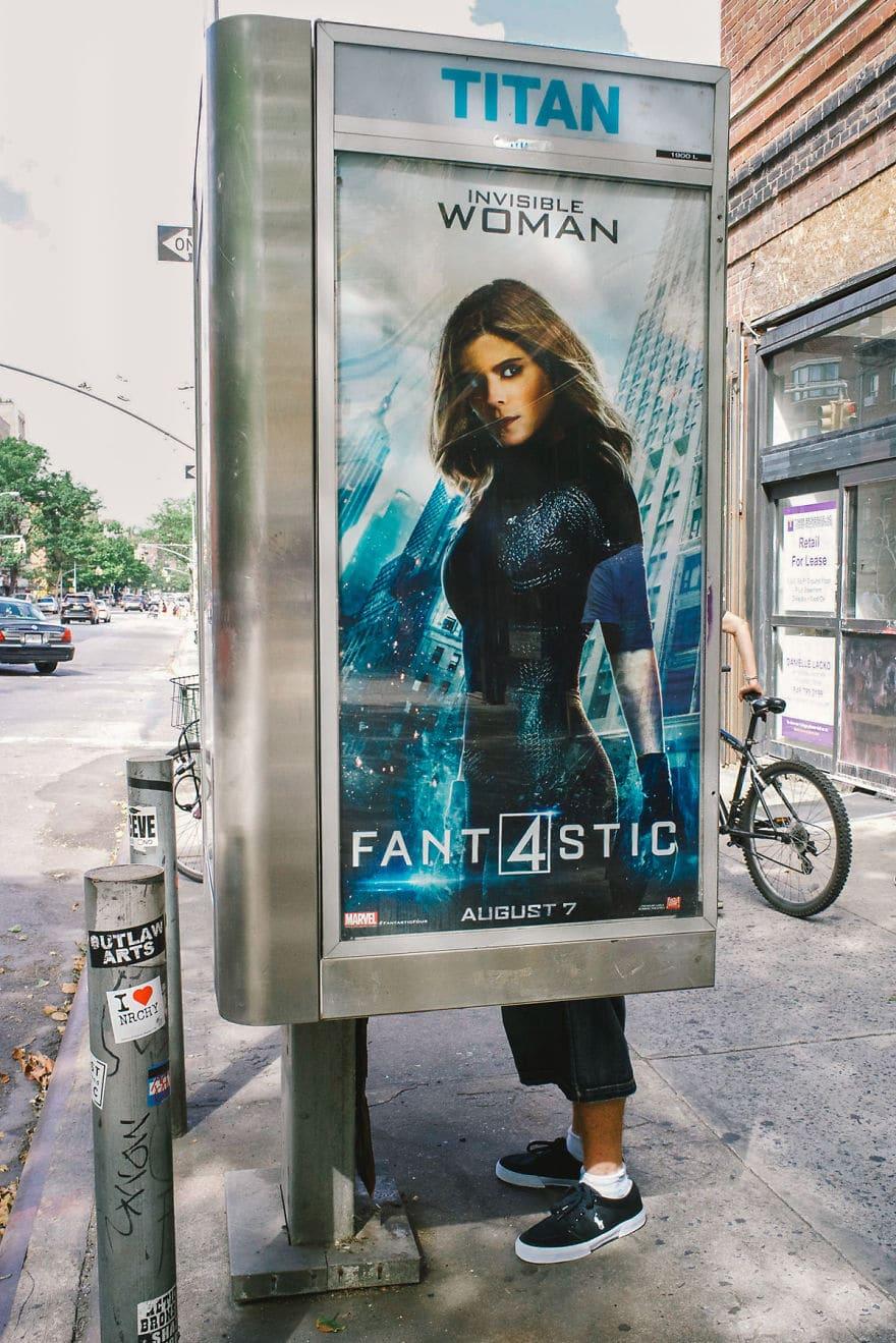 реклама фильма на улице