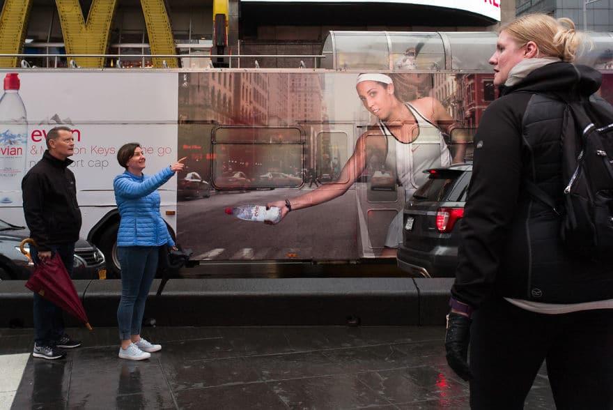 реклама воды и люди