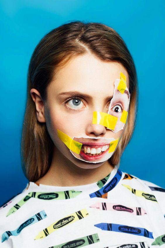 девушка с наклееными на лицо вырезками из журналов