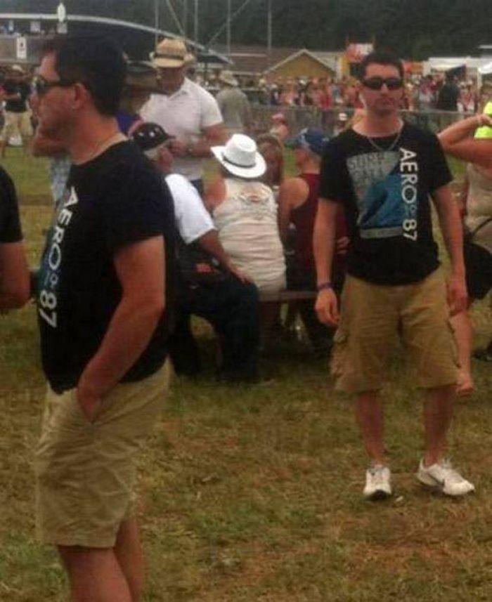 мужчины в черных футболках