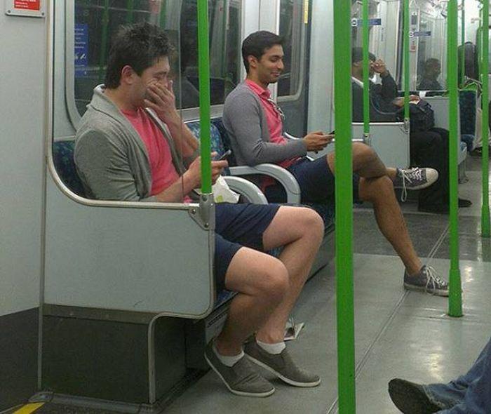 похожие мужчины в метро