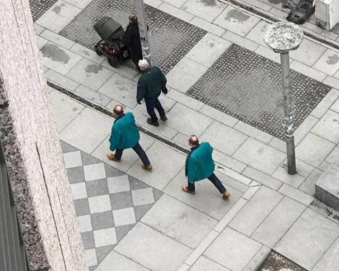 мужчины в зеленых куртках
