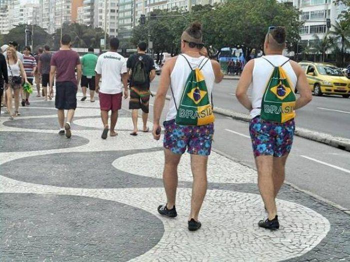 похожие мужчины на улице