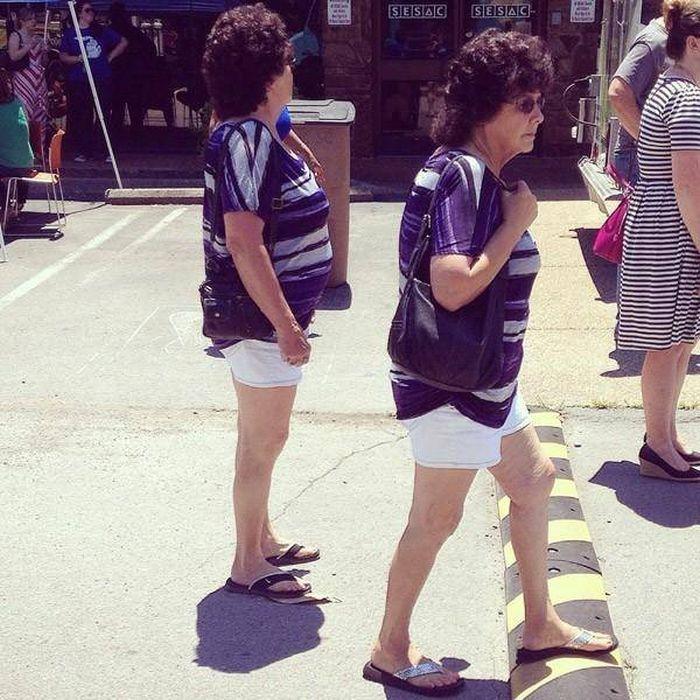 женщины в одинаковой одежде