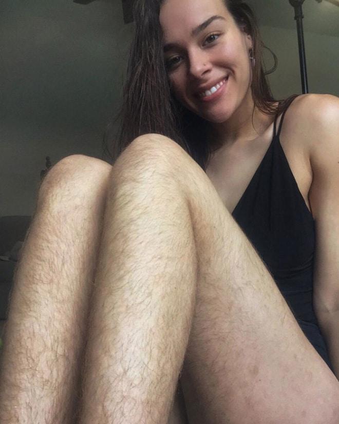 брюнетка с волосатыми ногами рис 2