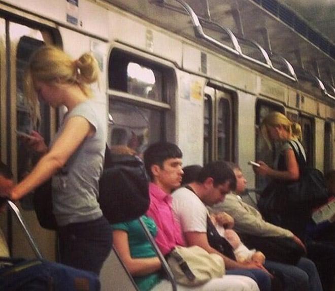 похожие девушки в метро