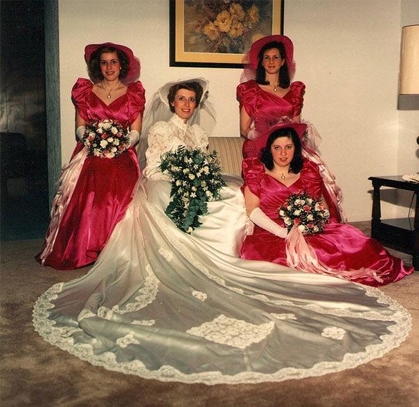 подружки невесты в пышных красных платьях