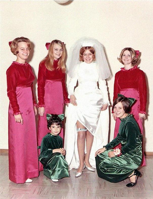 подружки невесты в бархатных платьях