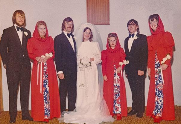 подружки невесты в платьях с капюшоном