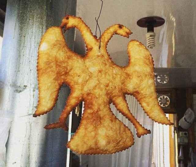 чебурек в форме двуглавого орла