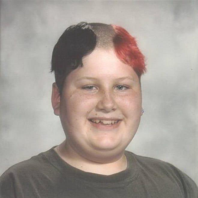 мальчик с разноцветными волосами