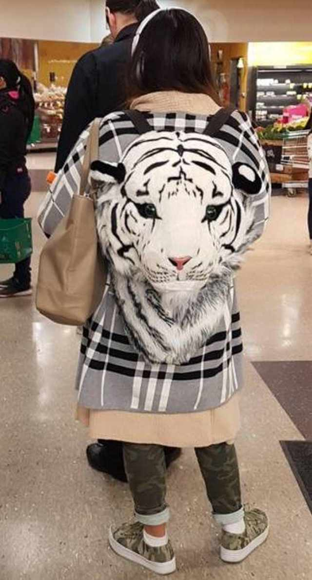 женский рюкзак в форме тигра