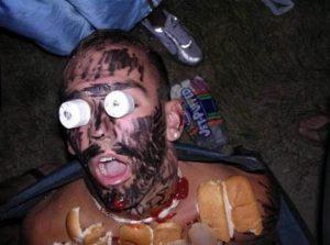 спящего парня раскрасили