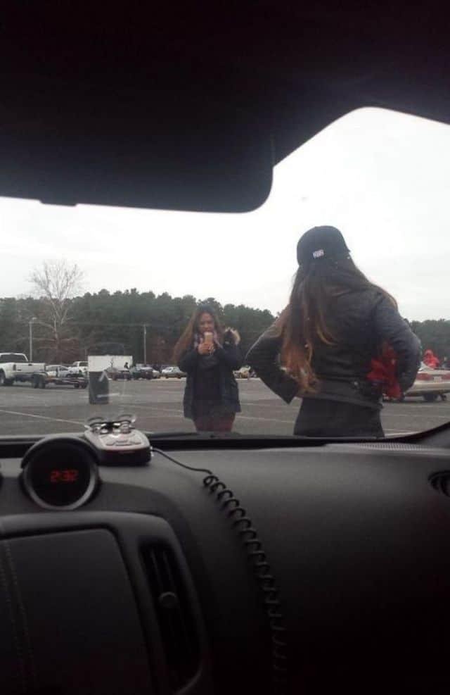 фото девушки на фоне машины