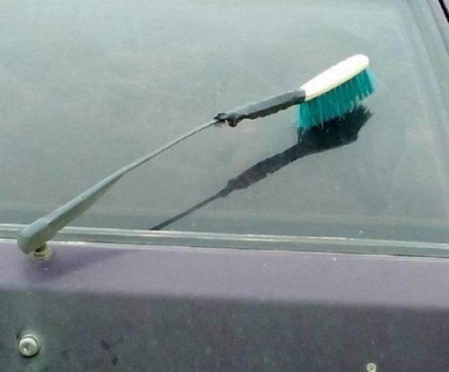 щётка на лобовом стекле авто