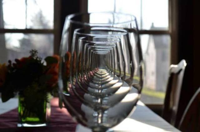 бокалы на столе