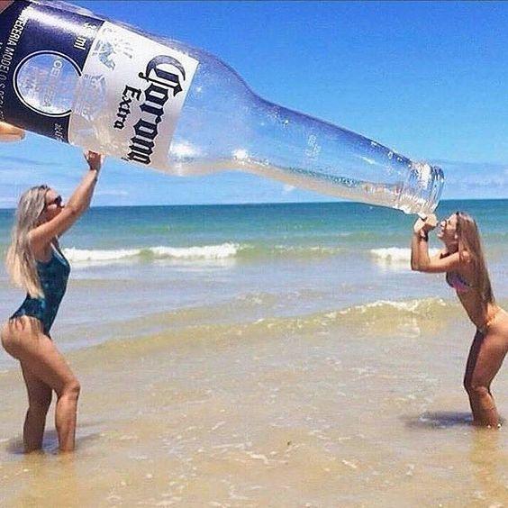 девушки на пляже
