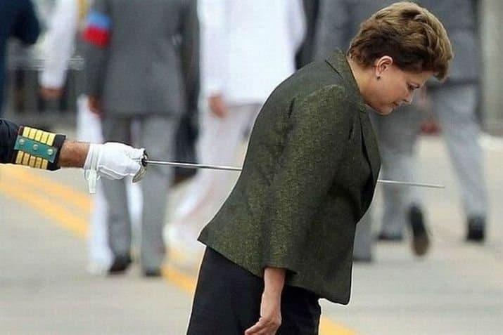 женщина проткнутая шпагой