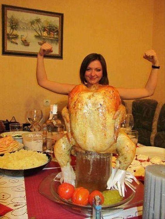 запеченная курица и девушка