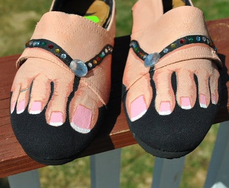 обувь с нарисованными пальцами ног