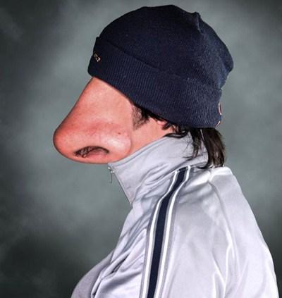 парень с большим носом
