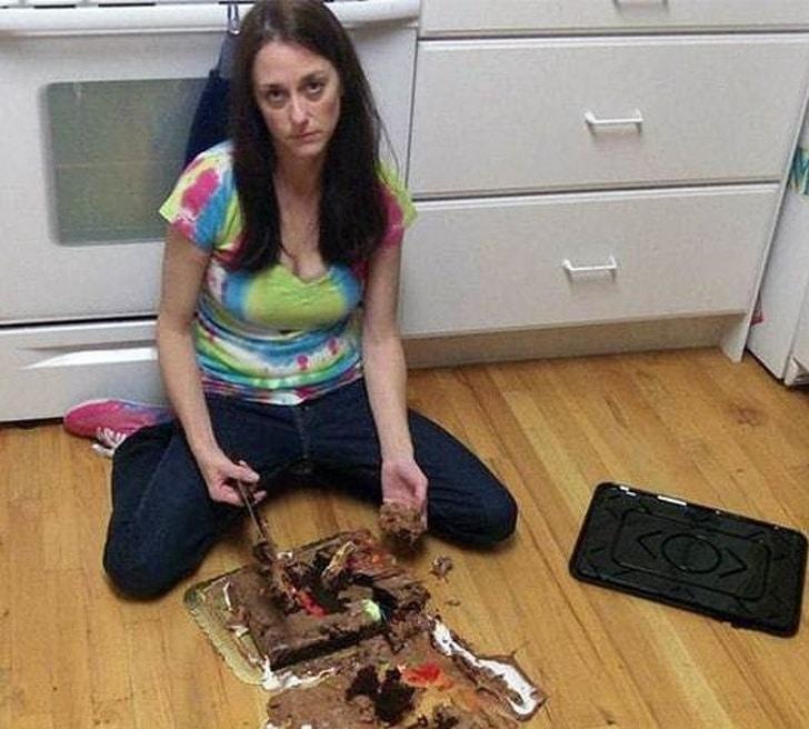 торт упал