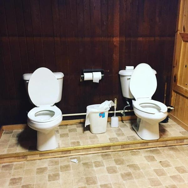 унитазы в туалете