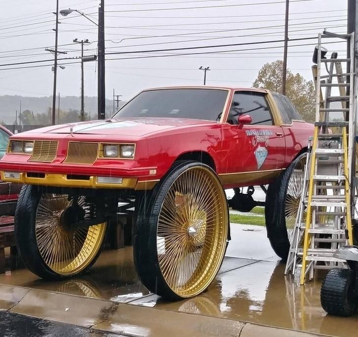 машина с большими колесами