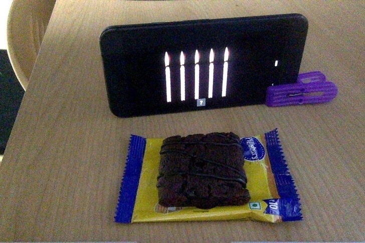 свечи на телефоне