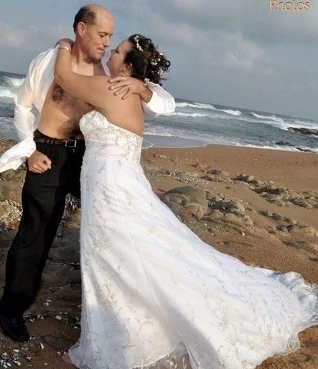жених и невеста на берегу