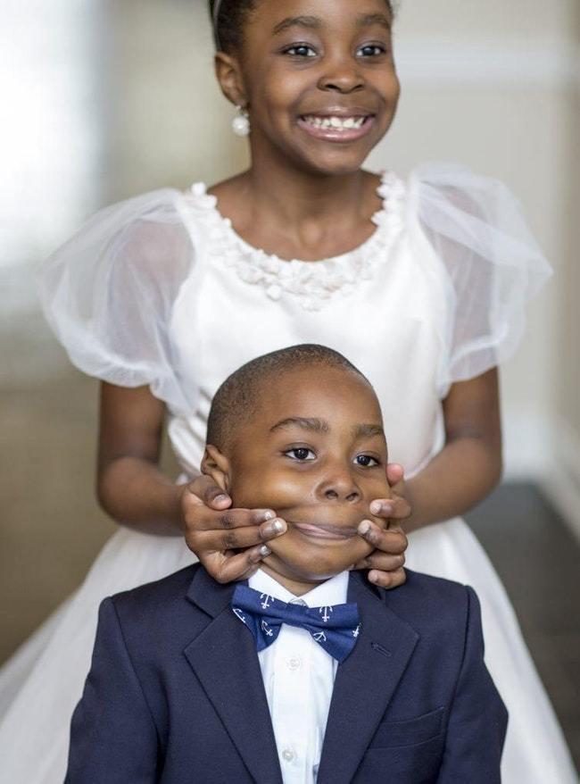 чернокожие мальчик и девочка