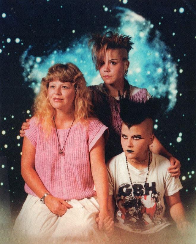 семейное фото: мама с детьми