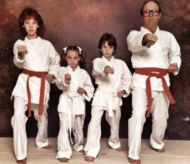 семейное фото: семья каратистов
