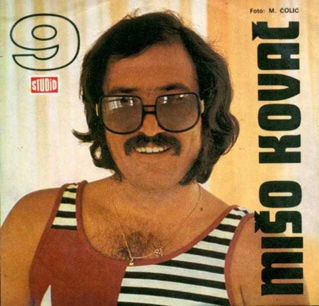 музыкальная обложка: мужчина в очках