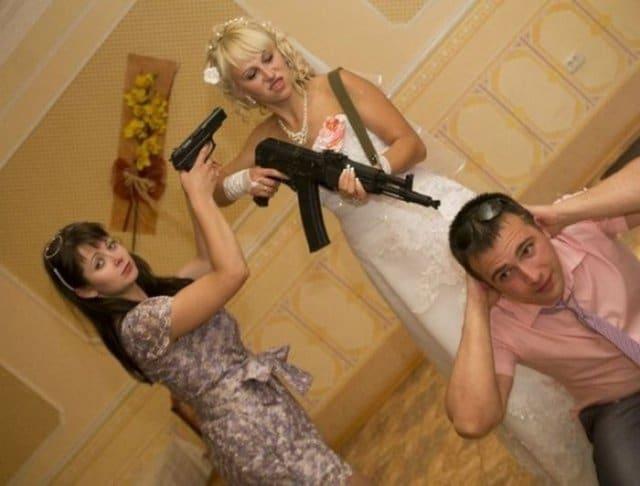 невеста с автоматом