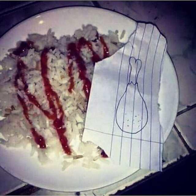 тарелка с едой и бумагой
