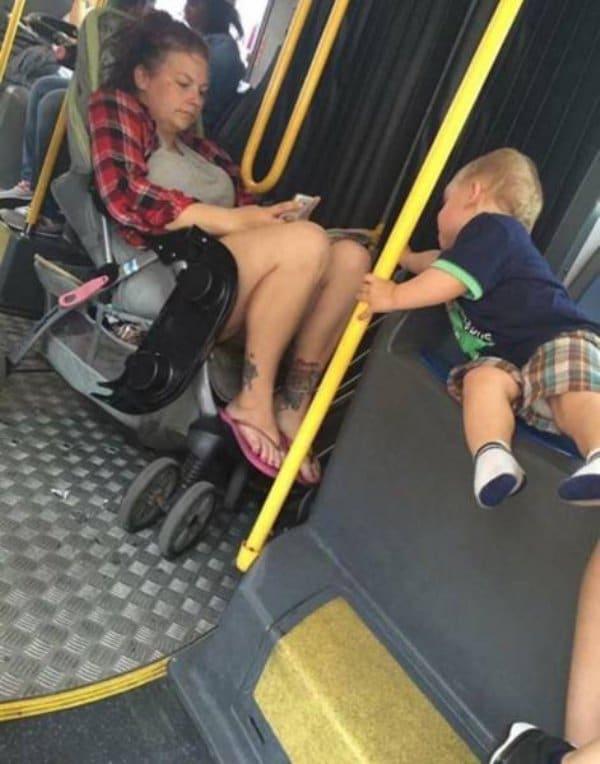 мама в детской коляске