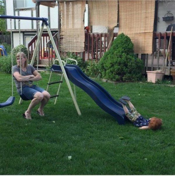 ребенок упал с горки