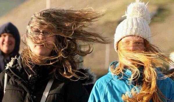 длинные волосы на ветру