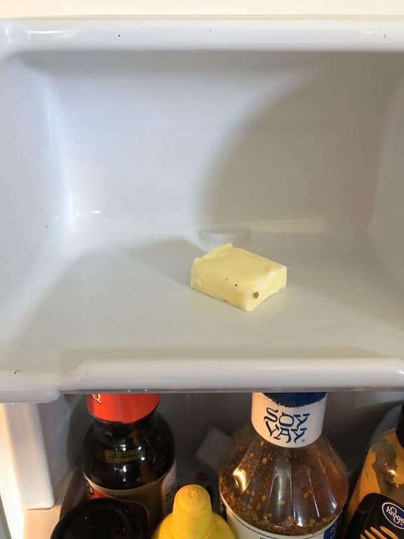 сливочное масло в холодильнике