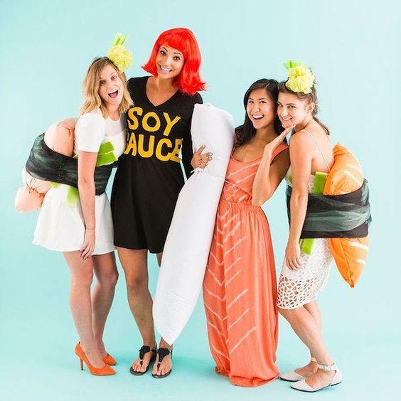 девушки в костюме суши