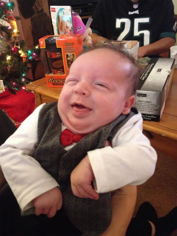 улыбающийся малыш