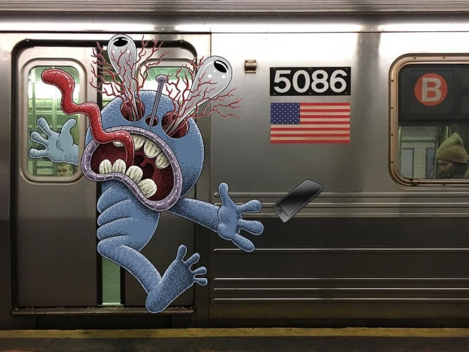 монстра придавило дверью метро