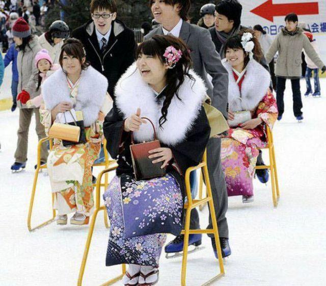 японцы катаются на коньках