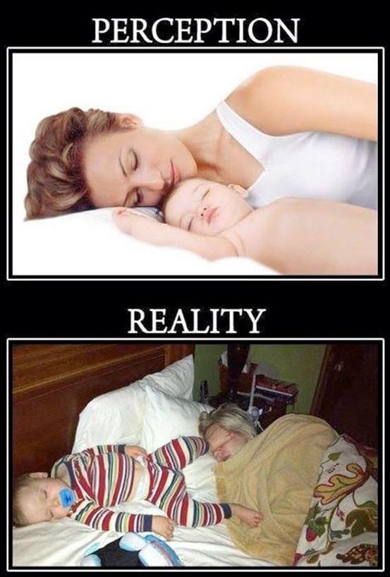 мама и ребенок спят