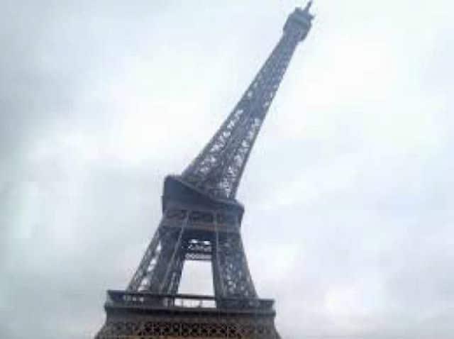 панорамное фото: Эйфелева башня