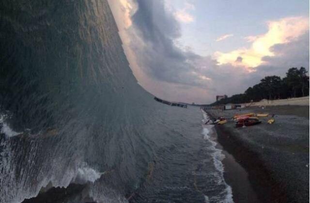 панорамное фото: волны и пляж